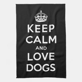 Guarde la calma y ame los perros toallas