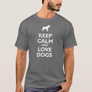 Guarde la calma y ame los perros playera