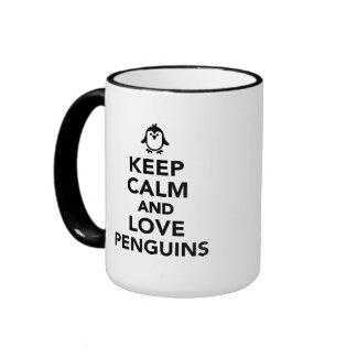 Guarde la calma y ame los pingüinos taza a dos colores
