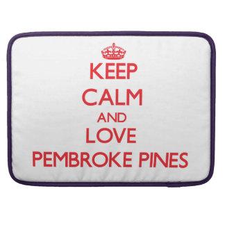 Guarde la calma y ame los pinos del Pembroke Funda Macbook Pro