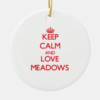 Guarde la calma y ame los prados ornamente de reyes