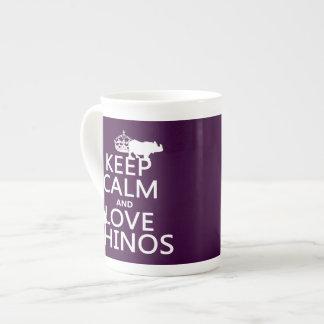 Guarde la calma y ame los Rhinos cualquier color Tazas De Porcelana