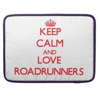 Guarde la calma y ame los Roadrunners Funda Para Macbooks