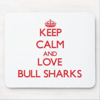 Guarde la calma y ame los tiburones de Bull Tapete De Raton