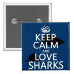 Guarde la calma y ame los tiburones (los colores a pins