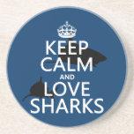 Guarde la calma y ame los tiburones (los colores a posavasos personalizados