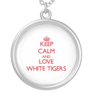 Guarde la calma y ame los tigres blancos colgantes personalizados
