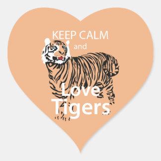 Guarde la calma y ame los tigres calcomania de corazon