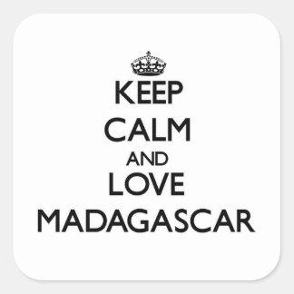 Guarde la calma y ame Madagascar Pegatina Cuadrada