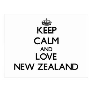 Guarde la calma y ame Nueva Zelanda Postal