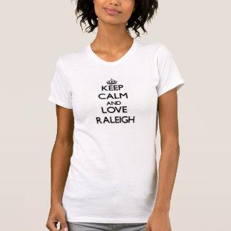 Guarde la calma y ame Raleigh Camiseta