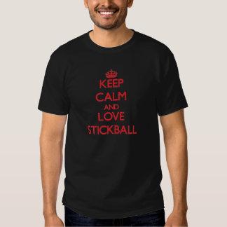 Guarde la calma y ame Stickball Playeras