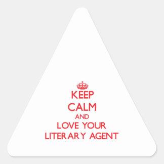 Guarde la calma y ame su agente literario pegatina triangular