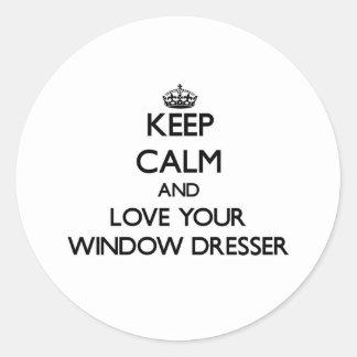 Guarde la calma y ame su aparador de ventana pegatina redonda