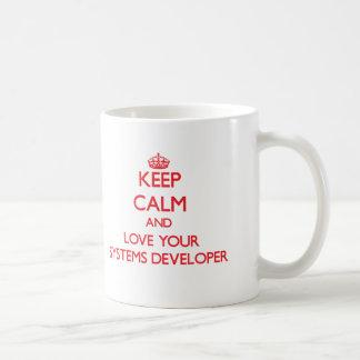 Guarde la calma y ame su desarrollador de los taza básica blanca