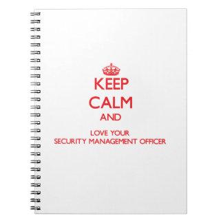 Guarde la calma y ame su oficina de la gestión de  libros de apuntes