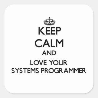 Guarde la calma y ame su programador pegatina cuadrada