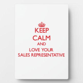 Guarde la calma y ame su representante de ventas