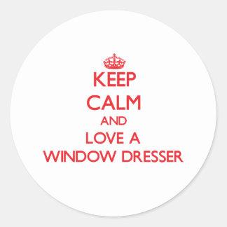 Guarde la calma y ame un aparador de ventana pegatina redonda