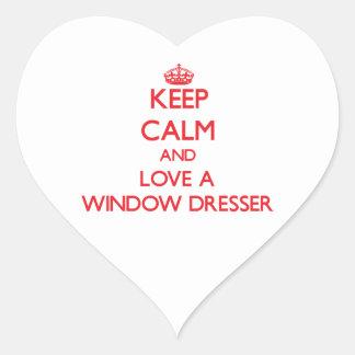 Guarde la calma y ame un aparador de ventana pegatina en forma de corazón