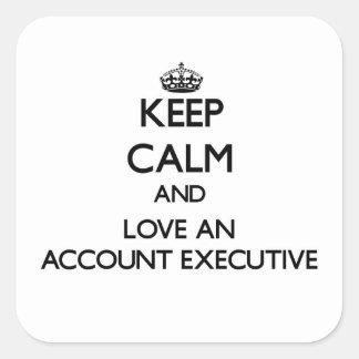 Guarde la calma y ame un ejecutivo de cuenta pegatina cuadrada