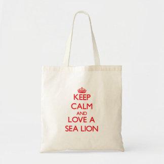 Guarde la calma y ame un león marino bolsa de mano