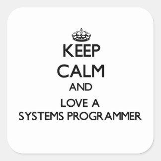 Guarde la calma y ame un programador pegatina cuadrada