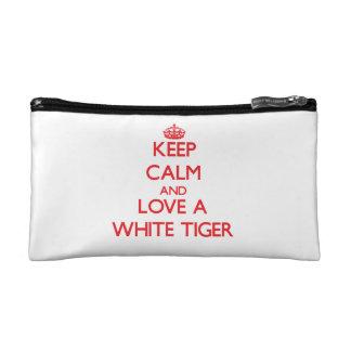 Guarde la calma y ame un tigre blanco