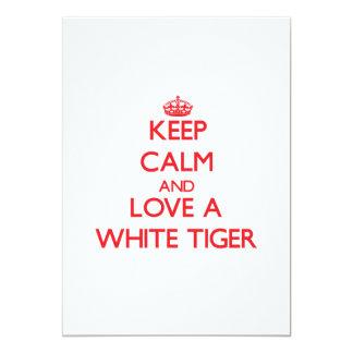 """Guarde la calma y ame un tigre blanco invitación 5"""" x 7"""""""