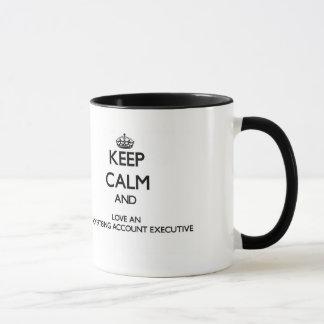 Guarde la calma y ame una cuenta de publicidad taza