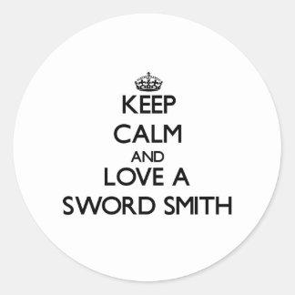 Guarde la calma y ame una espada Smith Pegatina Redonda
