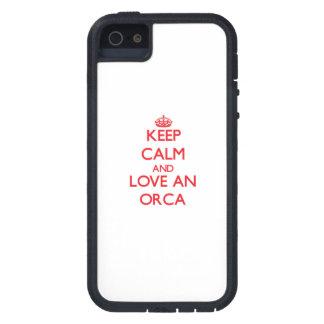 Guarde la calma y ame una orca iPhone 5 protectores