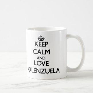 Guarde la calma y ame Valenzuela Tazas