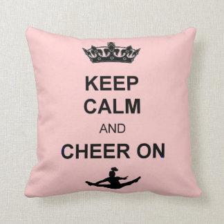 Guarde la calma y anímela en la almohada cuadrada