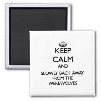 Guarde la calma y apoye lentamente lejos de hombre imán de frigorifico