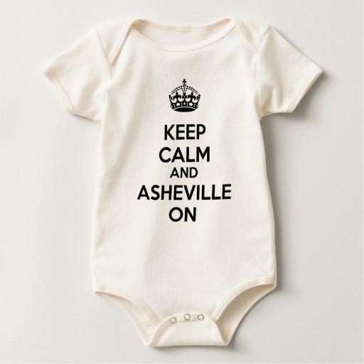 Guarde la calma y Asheville encendido Body Para Bebé