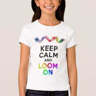 Guarde la calma y asome en la camiseta