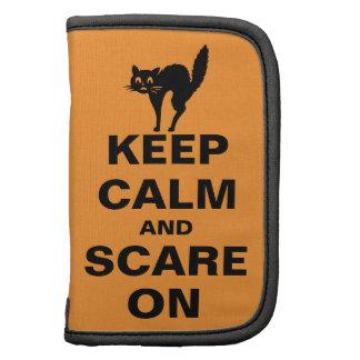 Guarde la calma y asuste encendido organizadores