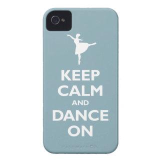 Guarde la calma y baile en (azul claro) iPhone 4 Case-Mate carcasa