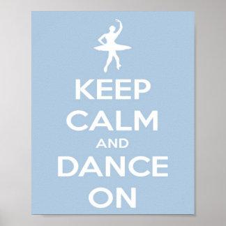 Guarde la calma y baile en azul claro póster