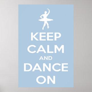 Guarde la calma y baile en el poster azul claro