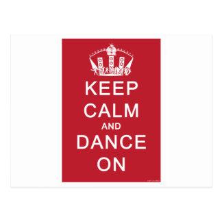 Guarde la calma y baile en (el rojo) postal