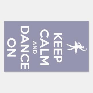 Guarde la calma y baile en la lavanda rectangular pegatina