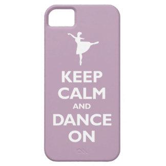 Guarde la calma y baile en (la violeta pálida) iPhone 5 carcasa