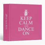 Guarde la calma y baile en rosa de los zapatos de