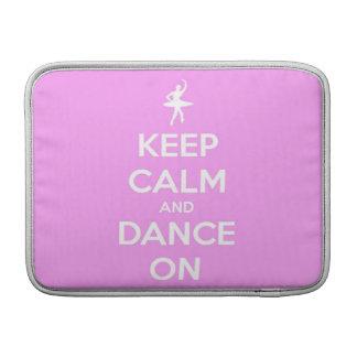 Guarde la calma y baile en rosa funda  MacBook