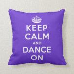 Guarde la calma y baile encendido almohadas