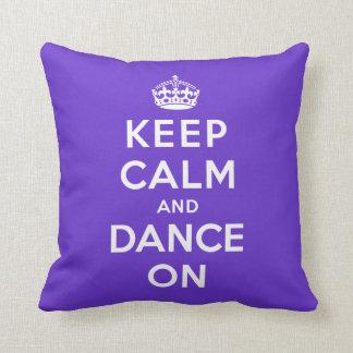 Guarde la calma y baile encendido cojines