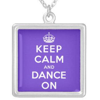Guarde la calma y baile encendido colgante cuadrado