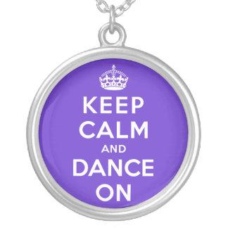 Guarde la calma y baile encendido colgante redondo